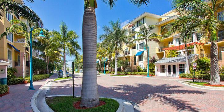 Pineapple Grove Fasade